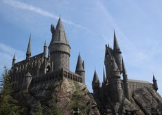 Hogwarts Castle at the Wizarding World of Harry Potter in Universal Studios Hollywood is THE HOT FAMILY TRAVEL DESTINATION for 2016.