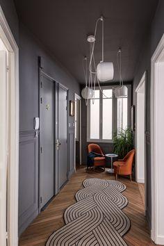 LE PROJET Rénovation totale d'un appartement proche du Parc Monceau Cet appartement familial situé en plein cœur de Paris a été totalement rénové et repensé, dans une approche moderne. La cuisine ayant été déplacée côté jour, l'espace gagné a permis de re-configurer le lieu en y apportant beaucoup de confort, dans une esthétique moderne, chaleureuse,..