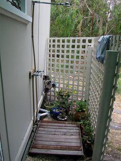 Queridos amigos, Muitas vezes precisamos de esconder um disfarçar uma zona do jardim ou terraço, mas não queremos tapar completamente, ne...