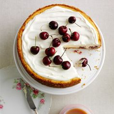 White Chocolate and Cherry Cheesecake recipe by Seasonal Berries. Serves Find more great Cake, Desserts recipes at Kitchen Goddess. Summer Cheesecake, Cheesecake Recipes, Dessert Recipes, Party Recipes, Baking Recipes, English Desserts, Digestive Biscuits, Cherry Recipes, White Chocolate