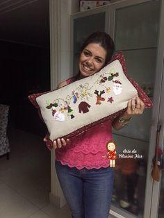 Que delicia que eh bordar e mais delicia ainda é bordar de presente esta linda almofada de natal para quem ensina a gente!!!!