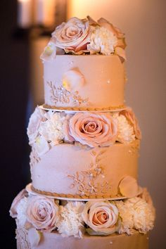 such an elegant cake