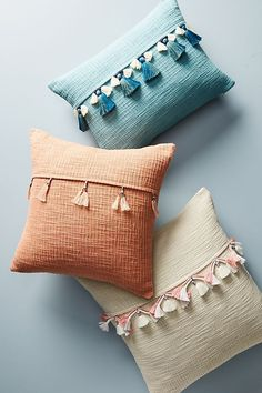Slide view: varied tassel pillow anthropologie ombre velvet pillows, perfectly coordinated decor to give your rooms a custom finish. Cute Pillows, Diy Pillows, Decorative Pillows, Handmade Cushions, Accent Pillows, Decoration Ikea, Diy Pillow Covers, Cushion Covers, Pillow Cases