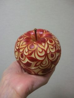 Apple Cut, Fruit And Vegetable Carving, Food Carving, Fruit Flowers, Art Carved, Fruit Art, Food Crafts, Kitchen Art, Fruits And Vegetables
