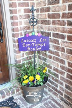 Make this sign for Mardi Gras!