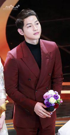 Descendants, Song Joong Ki Photoshoot, Desendents Of The Sun, Song Joong Ki Cute, Soon Joong Ki, Sun Song, Handsome Korean Actors, Song Hye Kyo, Actor Photo