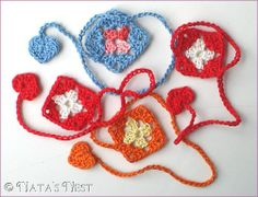 Mini Granny Bookmark, free pattern in German and English by Natas Nest.