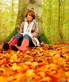 Google Image Result for http://4.bp.blogspot.com/_GguVsQbpDlA/TSc-1huk8ZI/AAAAAAAAAFc/Tck57oIDwrg/s1600/Full_length_portrait_of_a_beautiful_woman_sitting_under_tree_in_autumn_forest_186095.jpg