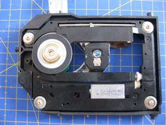 Proyectos DIY para reciclar un lector de CD/DVD - Ikkaro Electronics Projects, Laser, Diy And Crafts, Disco Duro, Tech, Gadgets, Electrical Projects, Project Ideas, Robot