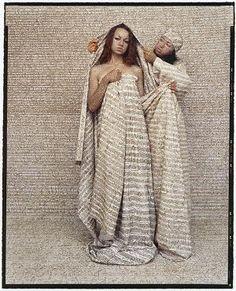 Lalla Essaydi: Les femmes du Maroc #45 (2006).