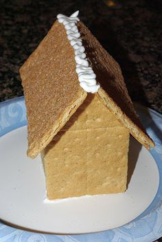 The easiset Graham Cracker Gingerbread Houses {Tutorial} ~ Mom's Crafty Space
