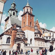 fairytale castle!  #krakow #poland #wawel #polska #lovekrakow #siteseeing #wanderlust #travelinspiration #cracow #wanderfolk #krk #neverstopexploring #citybreak #potd  #igers #castle #wawelcastle