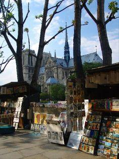 Bouquinistes sur les quais de Seine, Paris Vème.