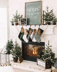 Diy Christmas Fireplace, Christmas Mantels, Farmhouse Christmas Decor, Christmas Tree Themes, Noel Christmas, Rustic Christmas, Winter Christmas, Christmas Crafts, Christmas Mantle Decorations
