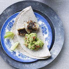 Giv din steak, dit pitabrød, din burger eller dine ovenstegte kartofler et ægte mexicansk pift med lækker hjemmelavet guacamole. Mexico, Healthy Recipes, Healthy Food, Tacos, Dessert, Steak, Ethnic Recipes, Gourmet, Health Recipes