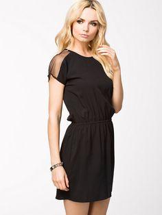 http://nelly.com/pl/odziez-dla-kobiet/odziez/sukienki/nly-trend-917/mesh-shoulder-dress-917710-14/