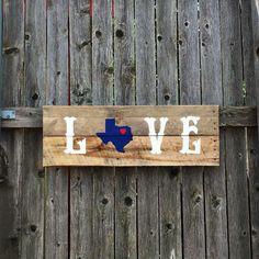 Texas Love #texasrusticwooddecor #palletsign #reclaimedwood #texaslove #texas #palletwood