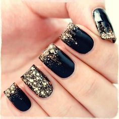 Nail art is a very popular trend these days and every woman you meet seems to have beautiful nails. It used to be that women would just go get a manicure or pedicure to get their nails trimmed and shaped with just a few coats of plain nail polish. Winter Wedding Nails, Winter Nails, Wedding Manicure, Bridal Nails, Gold Wedding Nails, Nailed It, Nagel Hacks, Gold Glitter Nails, Black Glitter