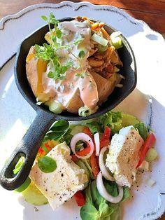 Bakad potatis med kyckling och dragondressing