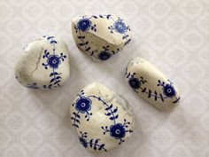 Bellas bedrifter: Mussel-malede sten...