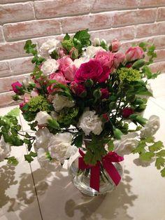 Para o Dia das Mães: rosa spray, cravo, hortênsia, avenca e haram.