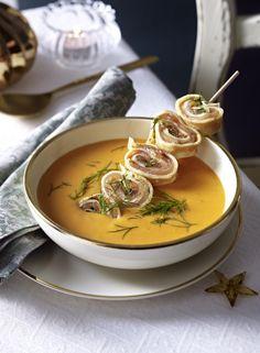 Unser beliebtes Rezept für Hummer-Orangen-Suppe mit Lachs-Crespelle und mehr als 55.000 weitere kostenlose Rezepte auf LECKER.de.