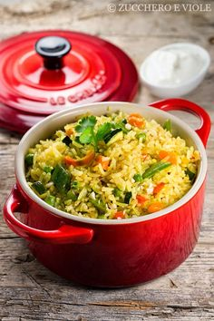 Arroz frito con verduras, coco y lima. Fried rice with vegetables, coconut and lime.