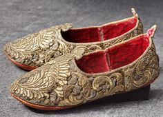 Ottoman embroidered shoes, ca. 1700. Purchase by Augustus the Strong in 1713. Length: 25, 2 cm, weight: 210g. (Dresden State Art Collections).