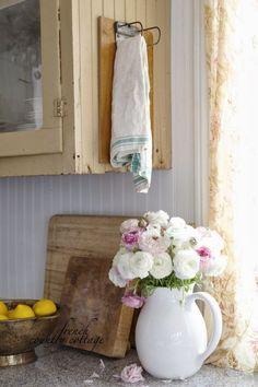 FRENCH COUNTRY COTTAGE: Vintage Towel Holder vintage clipboard turned towel…