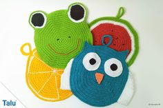 Runde Topflappen – Kostenlose Häkelanleitung In this free crochet pattern we present you three creative variants for round pot holders. So you can crochet potholders very differently. Knit Headband Pattern, Knitted Headband, Knitting For Kids, Easy Knitting, Rag Rug Diy, Braided Rag Rugs, Drop Cloth Curtains, Crochet Potholders, Handmade Rugs
