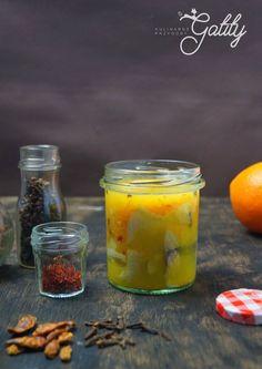 Kulinarne przygody Gatity - przepisy pełne smaku: Śledzie w pomarańczach i szafranie