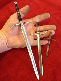 Doll sized swords in three sizes, all made from nails. Perfect for 1:6 playscale warriors as well as 1:4 and 1:3 scale BJDs. Crafted by Mason Leggee (Ravenrook Forge).