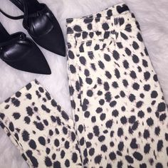NWT Joe's Jeans Leopard Skinny Jeans - Size 26 Brand new with tags attached Joe's Jeans stretch denim skinny jeans in size 26. So cute, can be worn casually with flats or a blazer in heels for more formal days. Joe's Jeans Jeans Skinny
