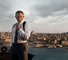 In the new James Bond movie Skyfall, Daniel Craig wears a couple of watches. He wears a new Omega Seamaster 007 James Bond 50th anniversary Limited Edition ...