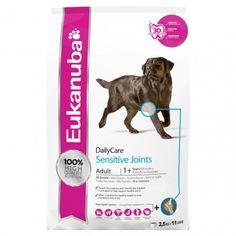 Eukanuba DailyCare Sensitive Joints, especialmente formulado para cães com tendência para ter problemas articulares. Com glucosamina e Sulfato de Condroitina adicionados, este alimento suporta a saúde das arituclações, e graça à L-carnitina, ajuda a controlar o peso do seu cão, para reduzir a tenção nas articulações.