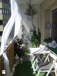 Magical Outdoor Curtains Styles - Unique Balcony & Garden Decoration and Easy DIY Ideas Balcony Planters, Tiny Balcony, Small Balcony Decor, Small Outdoor Spaces, Balcony Design, Balcony Garden, Apartment Balcony Decorating, Apartment Balconies, Outdoor Drapes