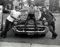 """Jules .🎶🚗🛩🎸 on Twitter: """"The Pretenders lead singer Chrissie Hynde, and Jim Greco, fall 1971, Kent State University. Photo by Stephen Buck.… """" Chrissie Hynde, Kent State University, The Pretenders, Big Music, Small Towns, Rock And Roll, Classic Cars, Singer, Kent Ohio"""