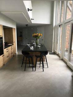Venetiaans woonbeton in de keuken @BerkersVloeren Beton Design, Kitchen Images, Polished Concrete, Floor Finishes, Concrete Floors, Modern House Design, Modern Contemporary, Kitchen Dining, Decoration