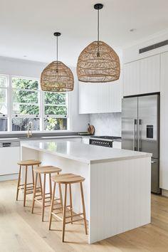 Kitchen Room Design, Kitchen Layout, Home Decor Kitchen, Kitchen Interior, New Kitchen, Beach House Kitchens, Home Kitchens, Classic Kitchen, Kitchen Cabinetry
