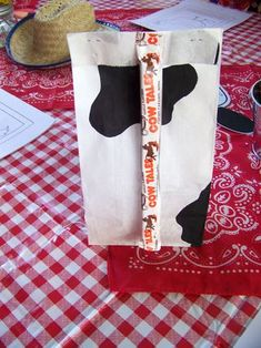Cow goodie bag: great for a kids party. or to get a smile out of your farmer. Farmer Birthday Party, Cowboy Birthday, Cowboy Party, Mickey Birthday, Birthday Fun, Birthday Ideas, Party Favor Bags, Goody Bags, Diamond Party
