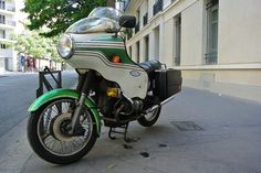 Paris  BMW  R 90 / 6  900 cc   by descartes.marco