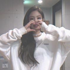 Kpop Girl Groups, Korean Girl Groups, Kpop Girls, Yg Entertainment, Blackpink Members, Jennie Kim Blackpink, Black Pink Kpop, Blackpink Photos, Blackpink Fashion