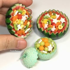 Miniature fruit salad displayed in melons! Miniature Crafts, Miniature Food, Miniature Dolls, Barbie Food, Doll Food, Tiny Food, Fake Food, Polymer Clay Miniatures, Polymer Clay Creations