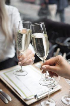 After work tyttöjen kanssa Helsingin Esplanadilla sijaitsevassa italialaisessa Presto ravintolassa. Lue lisää postauksesta ja katso kuvat ravintolasta!