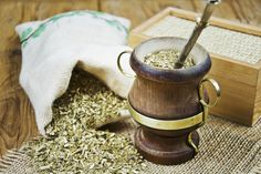 Yerba mate is widely consumed as a tea in South America, and it known for its health benefits. In other parts of the world, it is ingested as a dietary supplement in addition to its use as a tea. Te Chai, Caffeine In Tea, Yerba Mate Tea, Panna Cotta, Infused Water Recipes, Masala Chai, Drink More Water, Healing Herbs, Matcha Green Tea