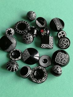 Cool Buttons, Vintage Buttons, Black And White Fabric, Black White, Collections Of Objects, Cloth Flowers, Button Earrings, Sewing A Button, Sewing Notions
