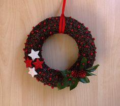 Vánoční věnec z kávových zrn Coffee Beans, Christmas Wreaths, Halloween, Holiday Decor, Ideas, Home Decor, Decoration Home, Room Decor, Home Interior Design