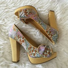 |Host Pick| Retro Floral Heels New in box. They do fit true to size. There is some slight discoloration on the back of the heels. This is pictured in photo 4. More photos upon request. These will be priced at $40. No trades. No PayPal. American Rag Shoes Heels