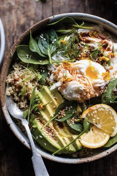 Having a meat-free day? Never fear—when you learn to make these yummy vegetarian breakfast ideas, you won't be missing out on a thing. (food and drink) Easy Vegetarian Dinner, Vegetarian Breakfast, Breakfast Bowls, Breakfast Recipes, Breakfast Ideas, Quinoa Breakfast, Breakfast Toast, Dinner Healthy, Breakfast Time