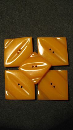 RARE VINTAGE ART DECO AMBER BAKELITE CATALIN BUTTONS ! Very close to the ones I have with a matching buckle.